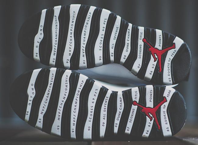 ... если сравнивать с предыдущими моделями. Но зато какие в них  использовались материалы! Первые кроссовки Jordan 10 были полностью  выполнены из кожи. 93713a17df0